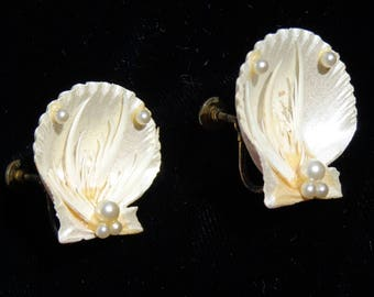 Vintage Seashell Screw Back earrings