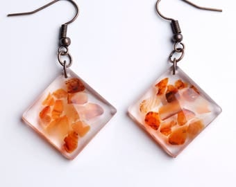 Resin earrings with hard stones