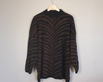 Tiger pattern knitted sweater