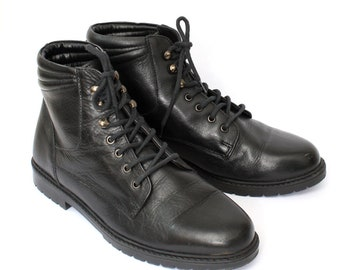 EU 39 - Black leather ankle boots womens size UK 6 / US 8,5 - 1990s vintage shoes for women - 90s black boots gothic industrial laced boots