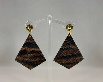 Genuine leather kite cut earring with gold sun etched stud
