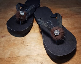 Gift for Valentine's Day. Thongs, flip flops, women, S, black with recycled fur pompom