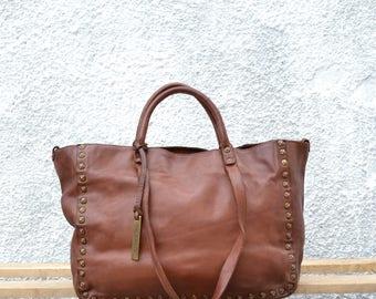 leather bag in studded Cape Dora, caramel.