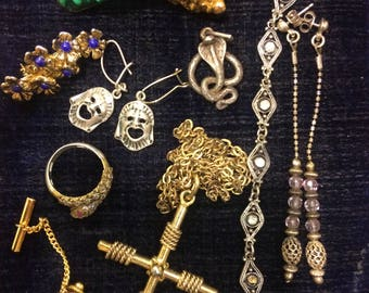 Lot vintage Jewelry, lucky mix of costume and sterling silver jewelry, Bargain Buy!