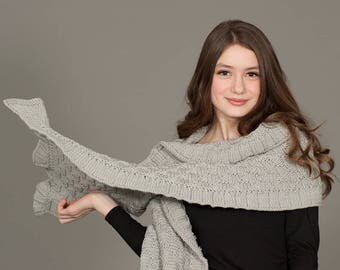 Rococo Merino Wool Hand Knit Shawl in Light Grey, Luxurious Merino Wool Wrap, Women's Fall Winter Scarf Fashion, Hygge, Warm, Grey, Gray