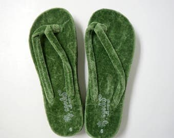 green velvet wedge flip flops / thongs . fits a 5 to 5.5