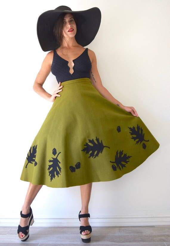 Vintage 50s Autumn Leaves and Acorns Olive Green Wool Felt High Waisted Semi Circle Skirt (size xs)