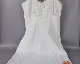Vintage NWT 1950s Slip White Cotton Eyelet Bias Cut Youth Size NOS B32 W28