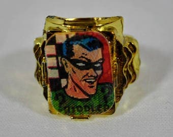Cracker Jacks Flicker Ring - 1966 Riddler Ring from a Series of 12 Batman and Robin - Vintage Toy Ring