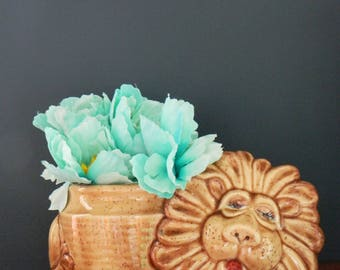 Vintage Sleeping Lion Planter / Retro Kitsch Lion Planter Home Decor / Kids Vintage / Vintage Animal Planter