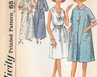 Simplicity 5001 1960s Nightgown and Robe in Two Lengths Vintage Sewing Pattern Size 14-16