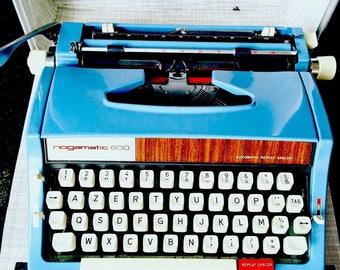 Machine à écrire Brother Nogamatic 600 vintage bleu     Vintage blueTypewriter vintage  70s