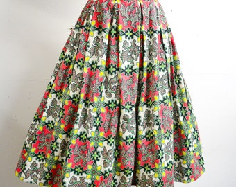1950s 60s Red green printed barkcloth cotton skirt / 1960s 50s Pleated full day skirt - L