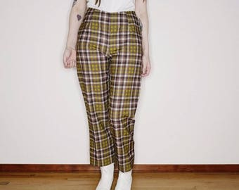 "90s Gingham printed plaid pants by xoxo  waist is 28"", hips 38"", rise 10.5"", inseam 28""."