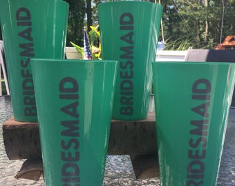 set of 4 turquiose plastic cups saying Bridesmaid