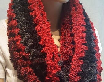Black Red Crochet Infinity Scarf, Chunky Crochet Infinity Scarf, Bulky Scarf Red Crochet Scarf, Crochet Scarf, Black Scarf, Red Scarf, Plush