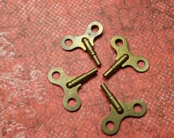 1 Vintage Large Brass Clock Key