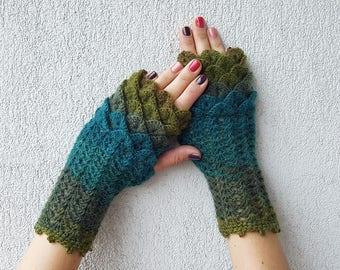 Fingerless gloves Arm warmers Handmade wrist warmers Womens gloves Winter gloves Texting gloves dragon scale mittens green fingerless gloves