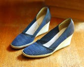 vintage Italian shoes / navy blue leather and jute wedge espadrilles / size 7.5