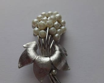 Vintage Silver Tone Trifari White Pearl Brooch