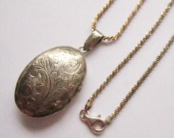 Vintage Sterling Silver Etched Oval Locket