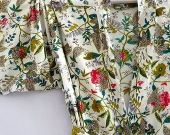 White dressing gown kimono with small flowers in Paradise printed cotton