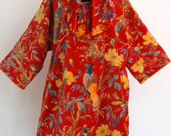 TUNIQUE longue  et ample en velours de coton rouge, imprimé oiseaux de paradis