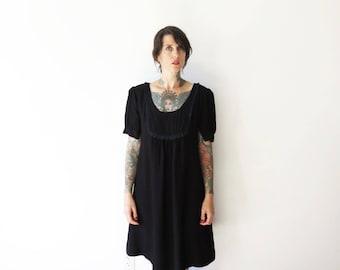 70s revived vintage black lace trim babydoll dress// medium