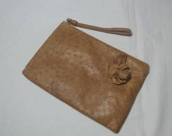 1980s Vintage Ruth Saltz Leather Clutch Bag or Purse in Tan, Leather Rose, Inside Zip Pocket, Green Lining, Vintage Purse, 1980s Fashion