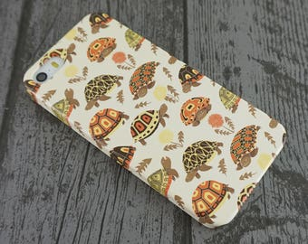 Tubby Tortoises Cute Grumpy Tortoise Animal Patterned iPhone 5 / 5S / SE Case