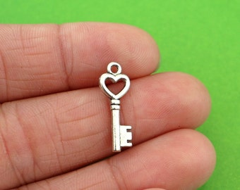 8 Key with Heart Charms (CH043-8)