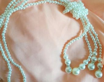 Long necklace in white beads