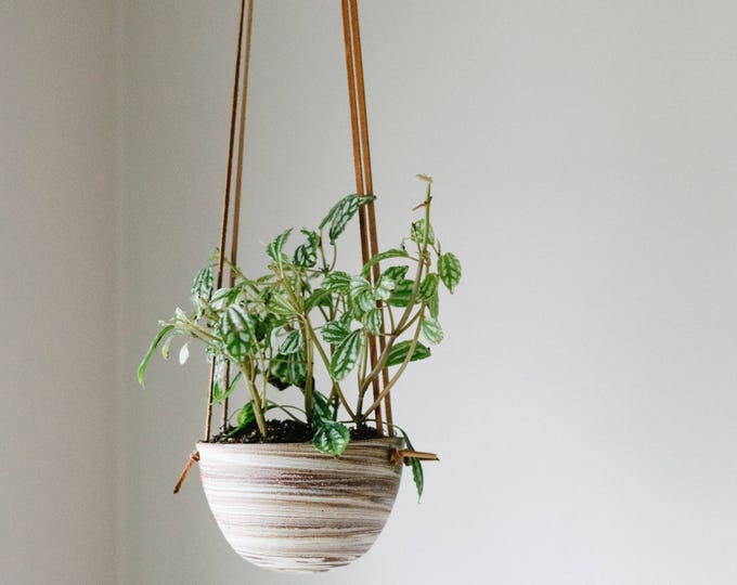 Marbled Hanging Planter - Medium - Brown Knotted Leather - Handmade - Ceramics & Pottery - KJ Pottery