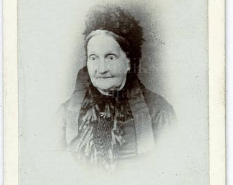 CDV Photo Victorian Old Woman, Mourning Dress Portrait - Carte de Visite Antique Photograph