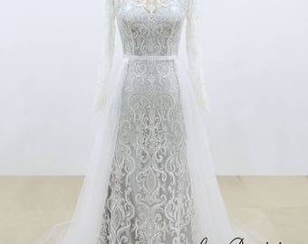 Vintage Style Lace Wedding Dress with Illusion Neckline and Sheer Back Long Sleeves Sheath Wedding Dress with A line Tulle Decoration