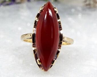 Vintage 1965 9ct Yellow Gold Striking Ornate Carnelian Navette Ring / Size N 1/2