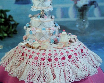 Wedding Cake & Tablecloth By Mary Layfield, Ann Turchin And Annie's Fashion Doll Crochet Club Vintage Crochet Pattern Page 1995