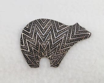 Very Detailed Southwestern SIlver Sterling Bear Brooch Pin- over 17 grams