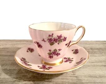 Vintage Colclough Tea Cup, Purple Violets Flowers, Pretty Flowers Green Leaves, Mauve Background, Gold Trim, Vintage Teacup Bone China, 8107