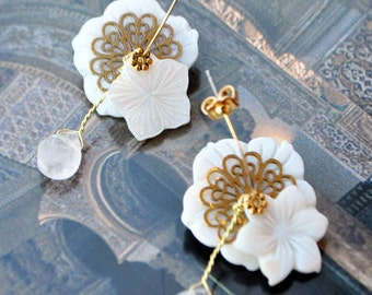 Mother of Pearl flower and drop earrings made of rock crystal
