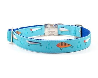 STAIN RESISTANT Dog Collar // Size M-L // Adjustable Length // Fabric: Fishing Lures on Bright Blue