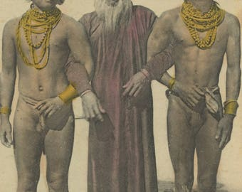 Antique Postcard - Cochinchine - Sorcier et Chefs Mois