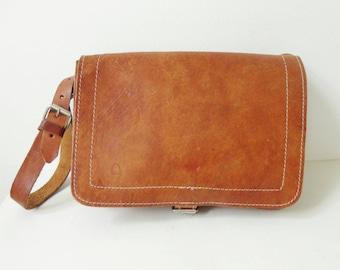 70s Vintage Tan Leather Bag  // Shoulder Bag/Crossbody Bag
