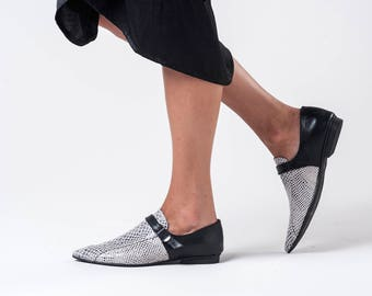 Womens Flat Shoes / Stone Grey Leather Loafers / Slip On Shoes / Python Pattern Flats / Unisex Elegnt Shoe / Snake Skin Print Shoe - Lorens