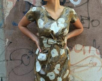 1950s Silk Cocktail Dress, floral print dress, summer dress, party dress, knee length dress, short sleeve, v neck  fittted dress, 30'' waist