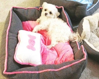 Pet Beds > 5-30 lbs > Extra Plush - Pink or Blue *Fast Shipping*