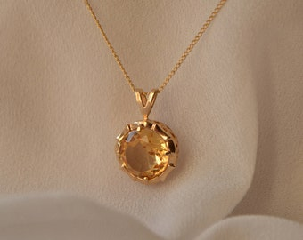 Glowing, whimsical vintage 10K yellow gold Citrine pendant on chain