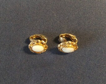 Vintage Mother of Pearl Gold Tone clip on Earrings