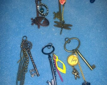 5 styles choose 1 Pendant or keychain & Color Cord Red purple green yellow gold bronze brown Dark metal keys steampunk charms Key Collection
