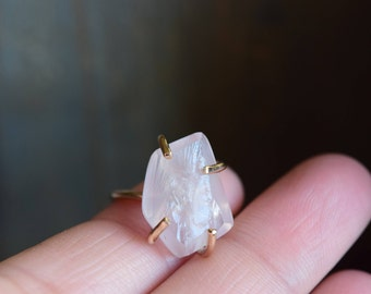 Raw Rose Quartz Ring. Gold Statement Quartz Jewelry. Rough Pink Quartz Gold Ring. Raw Quartz. Gold Claw Ring. Natural Quartz Gift for Her